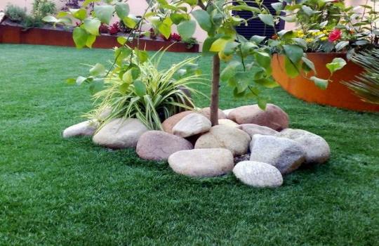Decoraci n de jardines con piedras for Carretillas de adorno para jardin