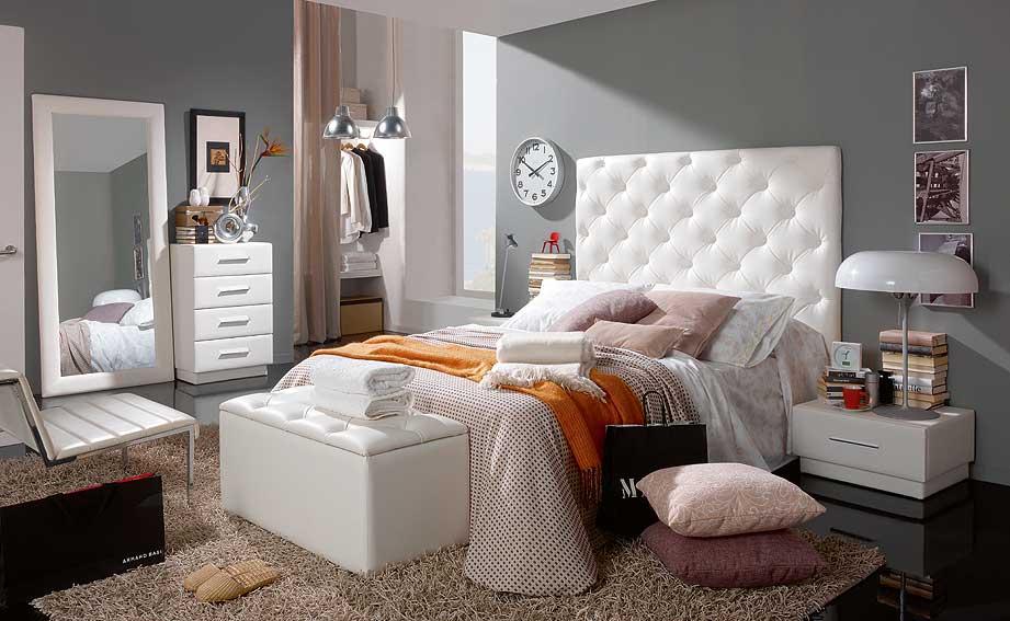Decoraci n de dormitorios de color plata for Habitacion matrimonio blanco y plata